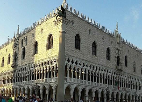 Medieval architecture in Venice