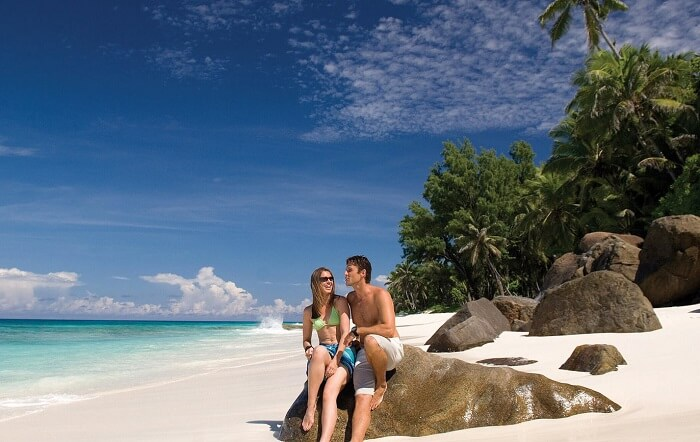 A couple on an unforgettable and exquisite honeymoon in Seychelles