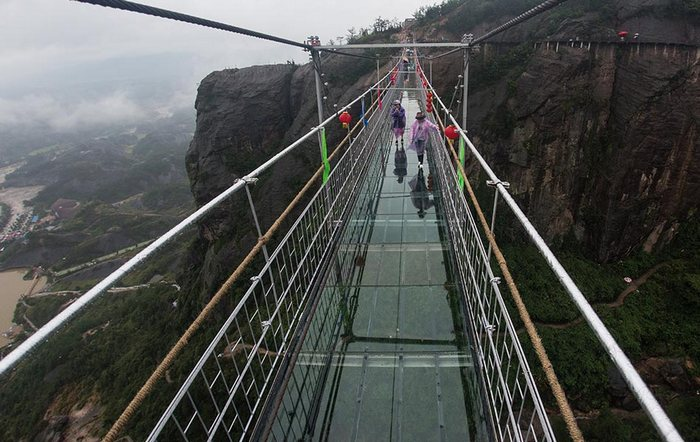 People crossing over the Brave Men's Bridge with great difficulty