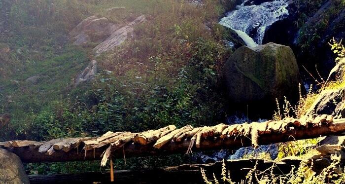 Bridges made of wood ensure a safe passage through the Kheer Ganga trek