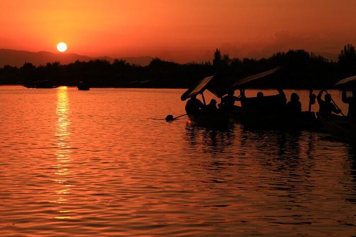 A beautiful looking sunset at Dal Lake in Srinagar