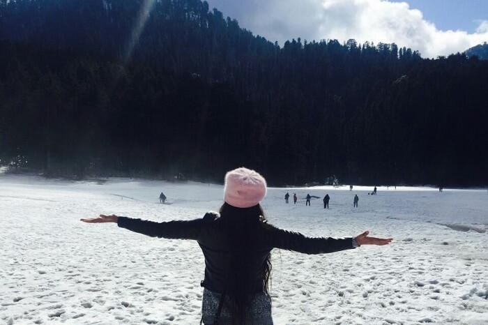 girl enjoying the snow in Dalhousie