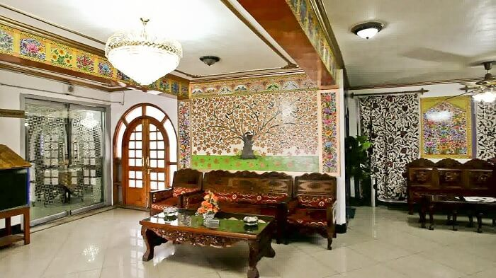 The mesmerizingly rich decor of Hotel Centre Point in Srinagar