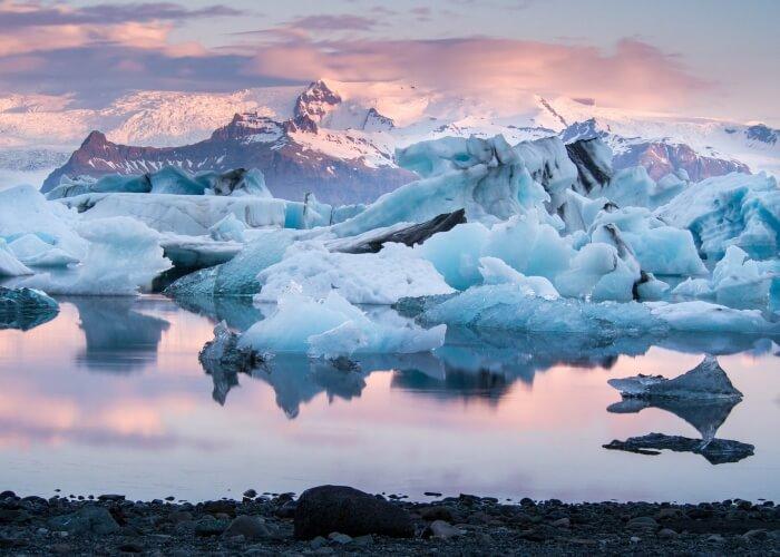 Glacier lagoon in Jokulsarlon