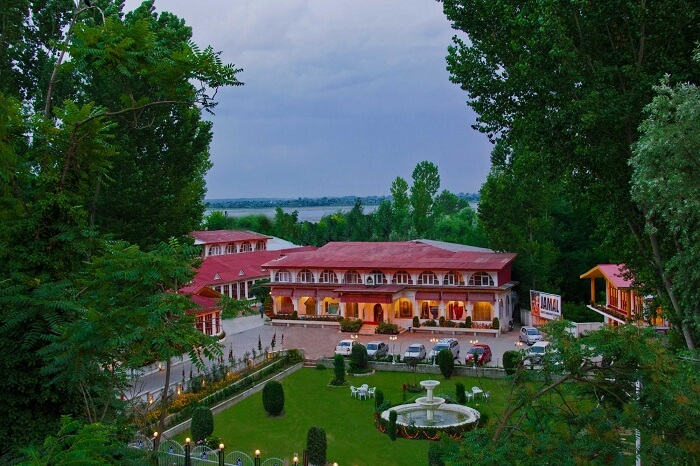 Jamal Resort is one of the best hotels in Srinagar in Dal Lake