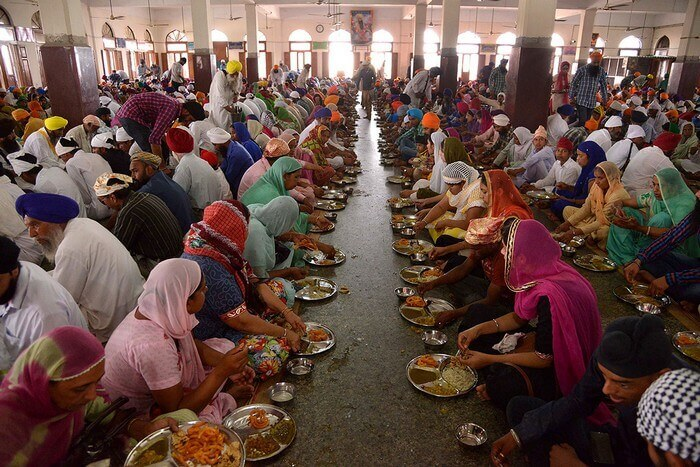 A langar at Gurudwara Bangla Sahib