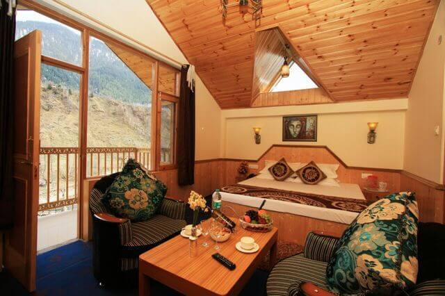 RiverSide Cottages Manali bedroom