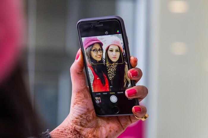 Friends clicking selfie on a Dalhousie weekend getaway