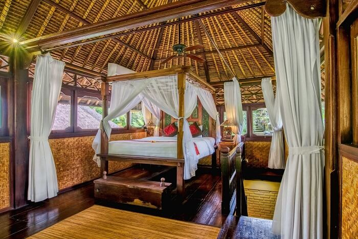 honeymoon suite in villa gusku