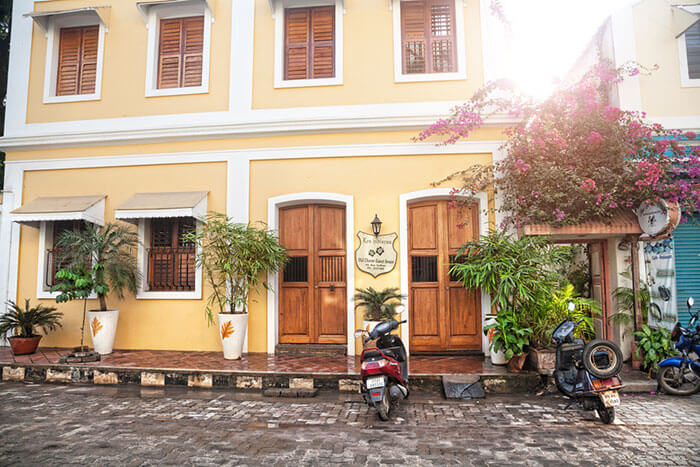 stay at highly inexpensive lodges at pondicherry
