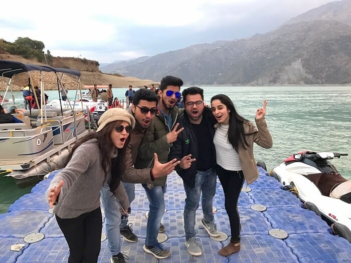 Aanchal and her friends in Tehri Lake