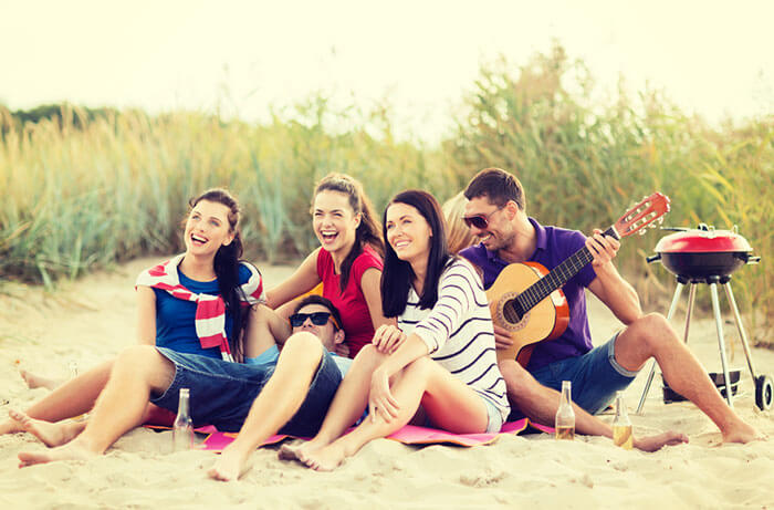friends-chilling-at-sea-beach