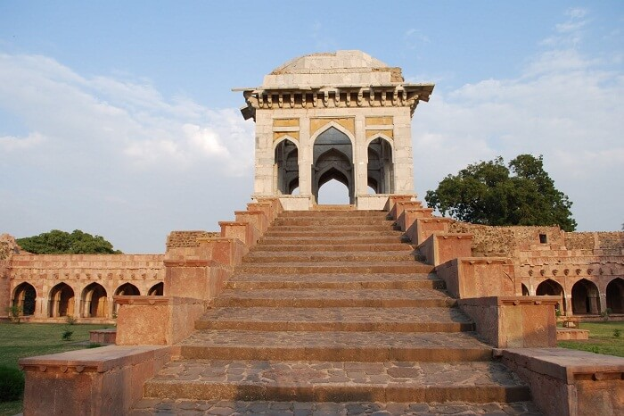 The staircase at the Asrafi Mahal in Mandu