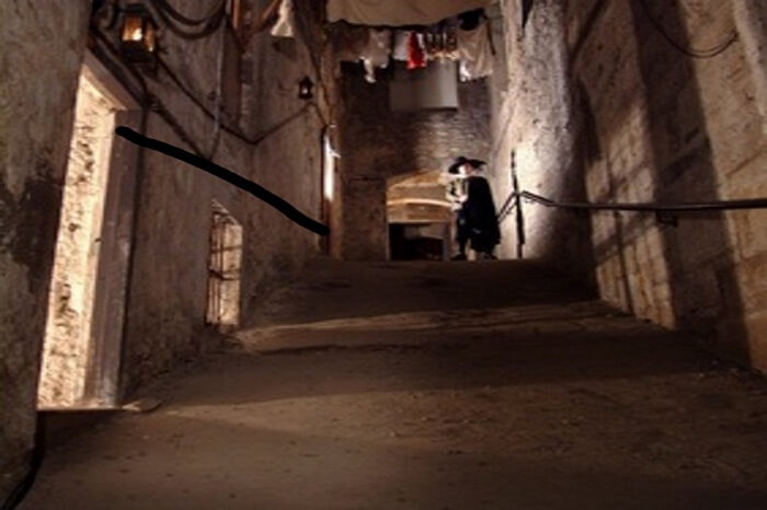 The warren of underground streets of Mark King Close in Scotland