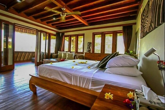 cosy bedroom in twin island villa