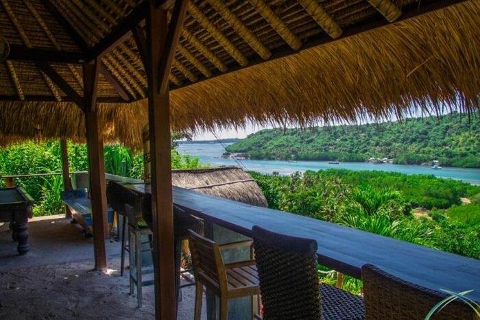 dining area in twin island villa
