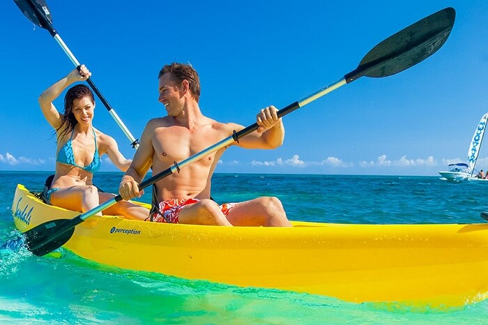 kw-030617-A couple kayaking in the saffire blue waters on their Caribbean honeymoon