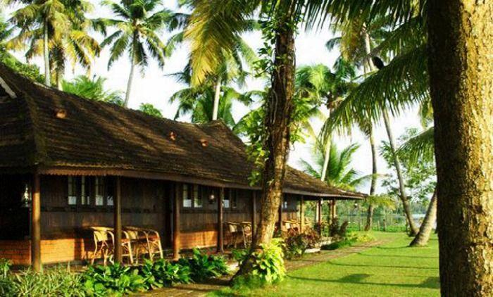 Kayaloram Heritage Lake Resort right by the Punnamada Lake, Kerala