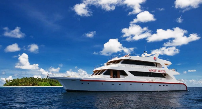 Cruise Ride with your partner in Maldives