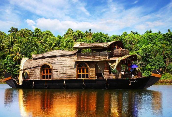 Houseboat cruise in Kerala backwaters
