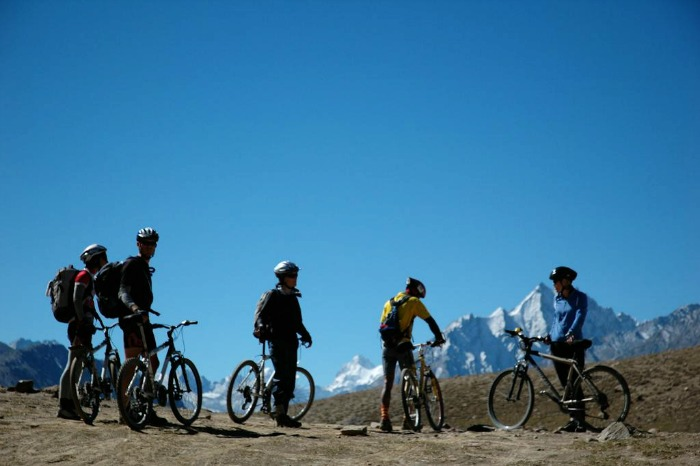 Explore the magnificent peaks of himalayas by paddling on bicycle