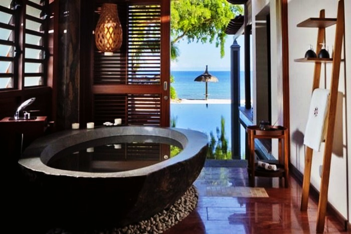 Angsana Balaclava is known for its exotic semi-open bathrooms amongst the newlyweds