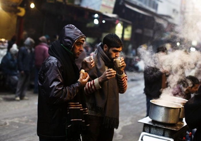People sipping tea on a cold Delhi morning