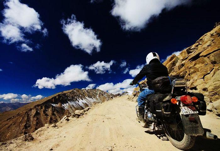 Motorbiking the Khardung-La pass in Ladakh