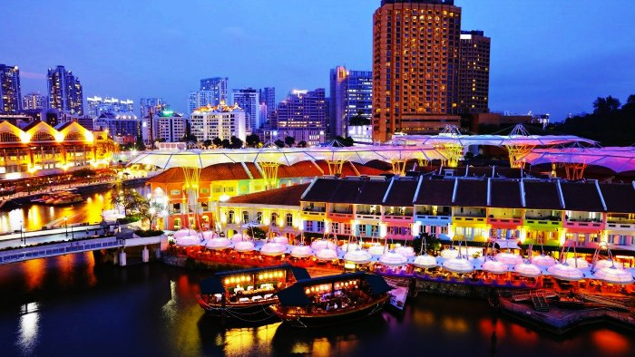Cruises at the Clarke Quay in Singapore