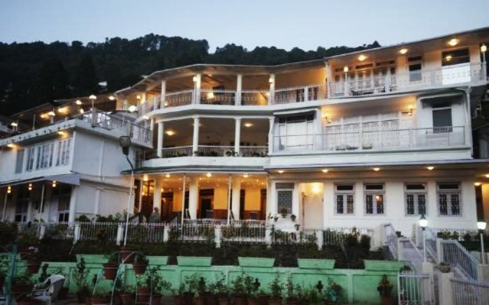 One of the best budget Hotels in Nainital on mall road is Evelyn