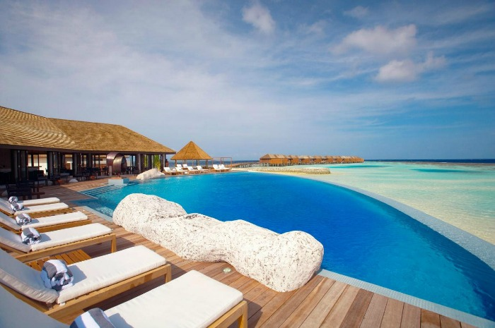 15 Sexiest Infinity Pools In Asia You'll Never Want To Get ...