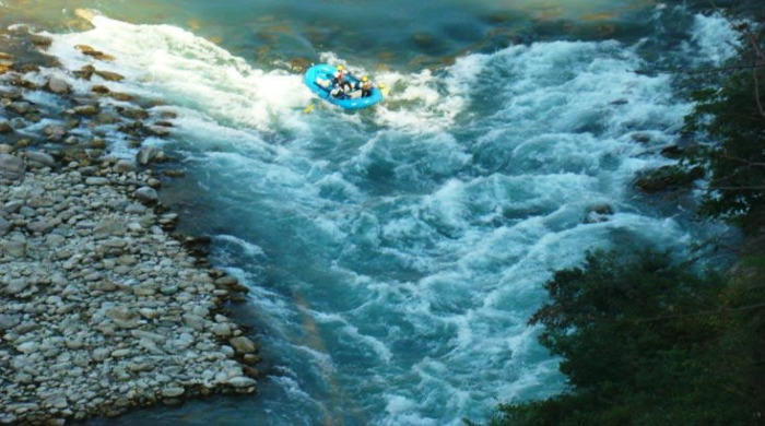 Alaknanda offers one of the most challenging terrains for river rafting in India