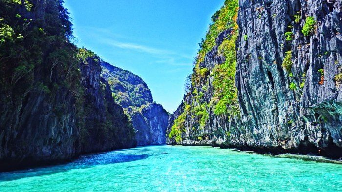 The blue waters and picturesque backdrops of El Nido
