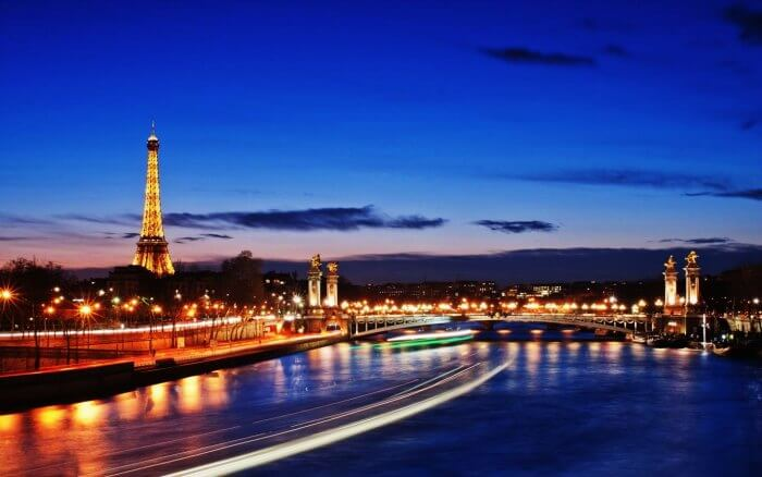 Surprise your partner with a holiday in Paris to celebrate your first anniversary