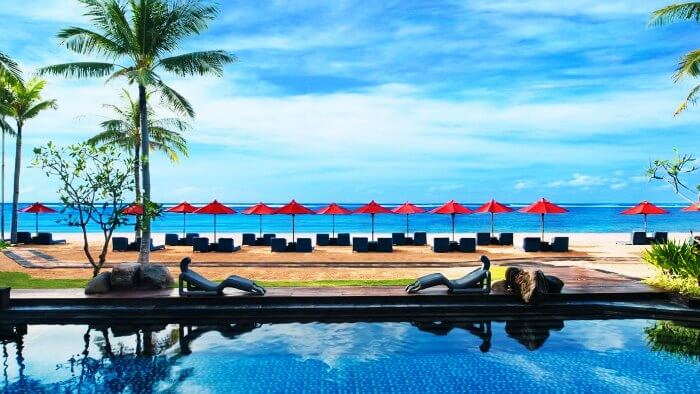 The gorgeous infinity pool of The St Regis Bali Resort in Nusa Dua