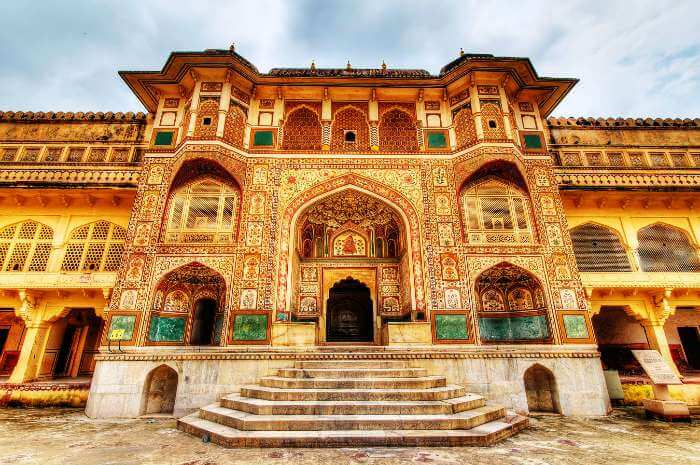 Amer fort, a colourful tourist place in Jaipur