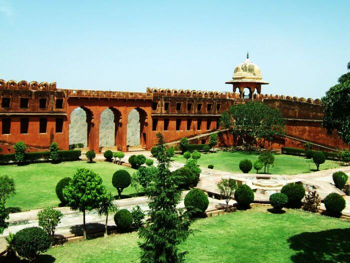 Daylight view of the Jaigarh fort in Jaipur