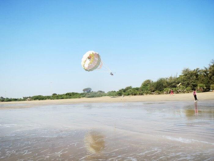 Parasailing in Jampore Beach in Daman