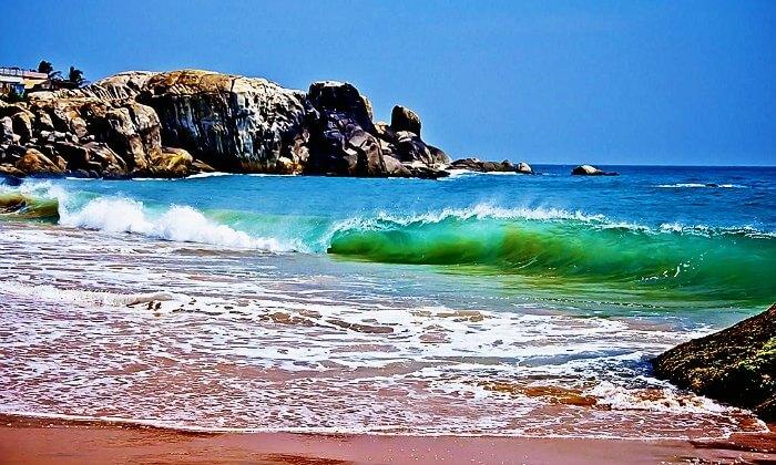 The gushing waves of the indian Ocean in Muttom Beach in Kanyakumari