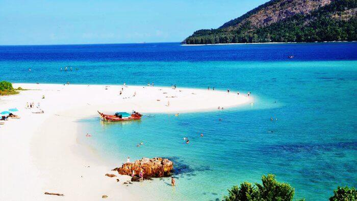 The white sandy shores of Sunrise beach in Koh Lipe