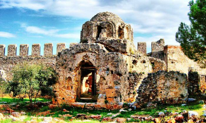 Alanya castle is one of the most famous historical places in turkey