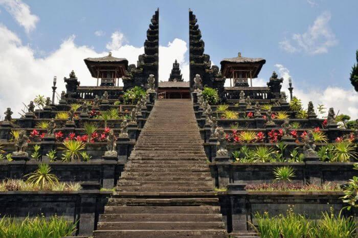 The grand entrance of Pura Besakih