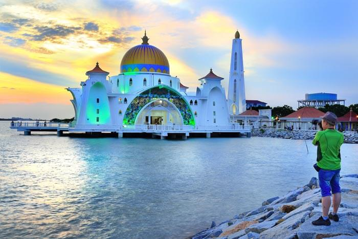 Floating Mosque In Malaysia Is A Must See Place In Malaysia