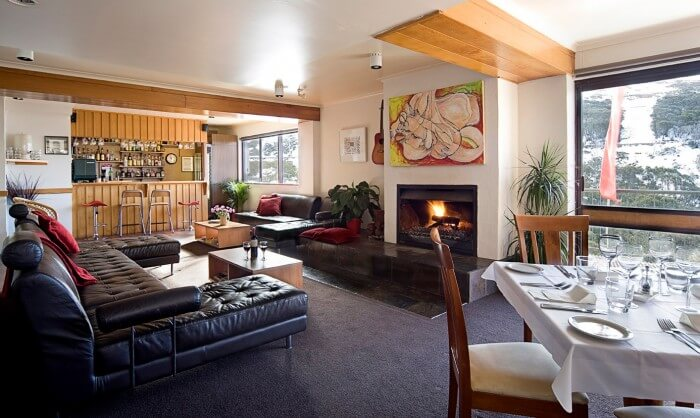 guest lounge at Trackers Mountain Lodge