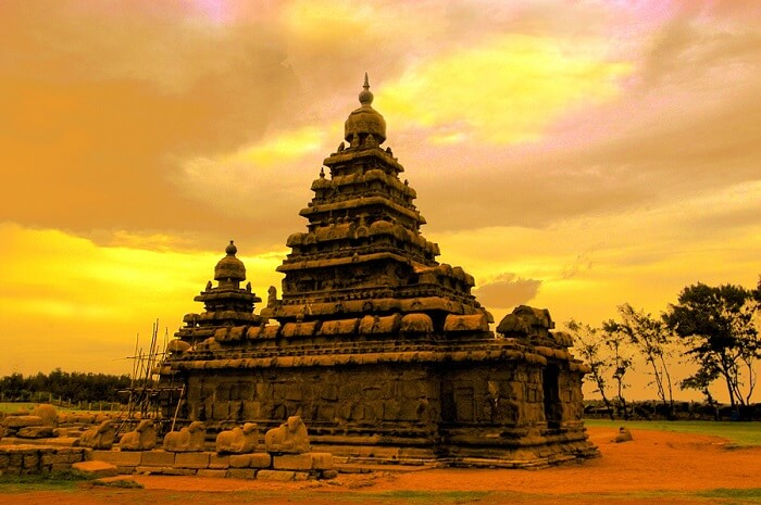 Waves clashing against the shore of Mahabalipuram Shore Temple