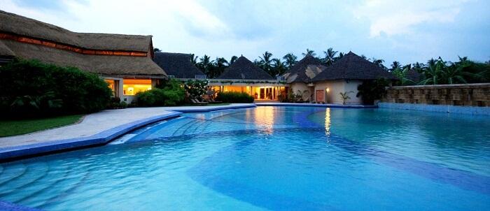The lotus shaped swimming pool at Vedi Village Resort