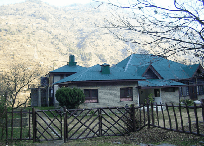 Ramgarh Heritage Villa has a background of the mighty Dhauladhars