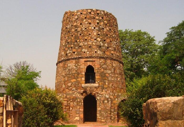 Chor Minar in Hauz Khas
