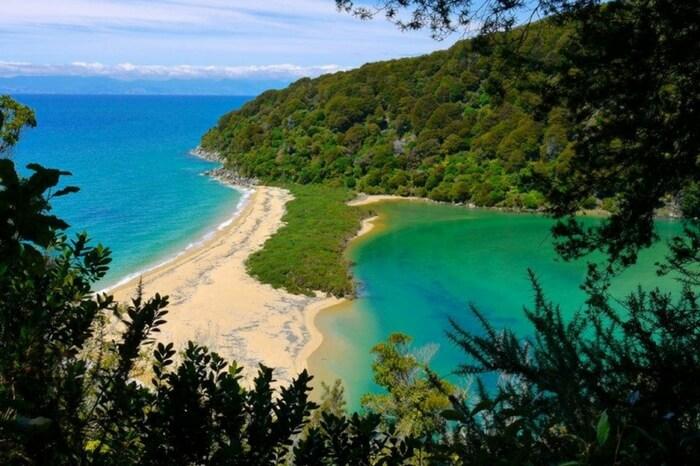 Sandfly Bay in Abel Tasman in South Island