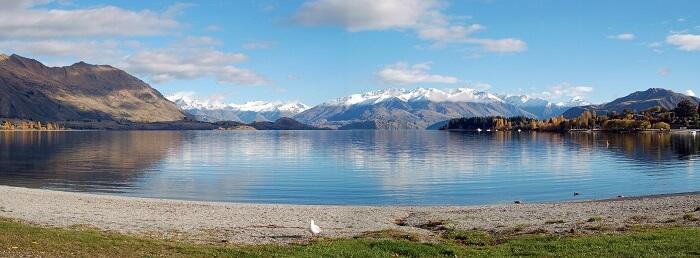 The mesmerising view of the Wanaka lake